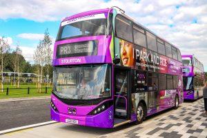 Ônibus elétrico BYD ADL Enviro400EV para Stourton Park & Ride em Leeds.
