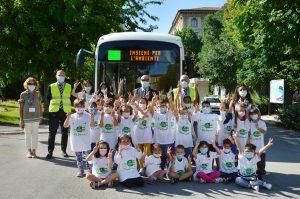 Grupos escolares da Ancona puderam viajar a bordo do novo ônibus elétrico durante a cerimônia de entrega